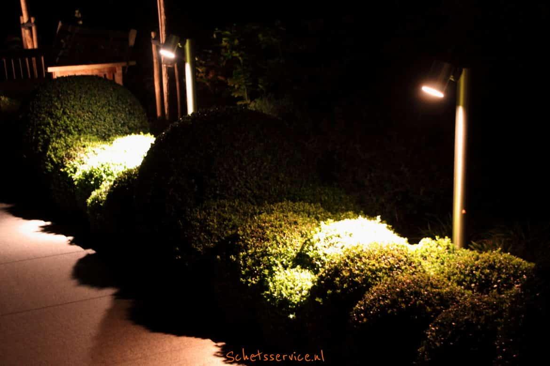 Tuinverlichting langs een pad